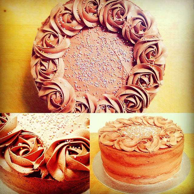 Chocolate & Vanilla Rosette Cake