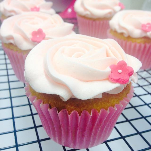 Vanilla Rose Cupcakes
