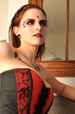 corset_papillon_détail_rouge_et_noir_dentelle_réduit.jpg