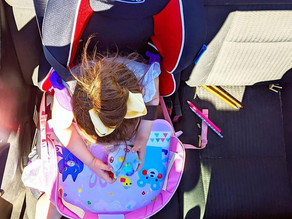 👨‍👩‍👦 This car seat tray from @booessentials is the perfect solution while driving long distances