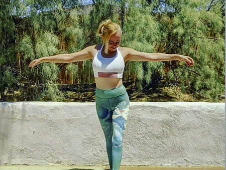 🧘♀️ I love the look, feel and fit of this yoga top and ink painting flower printed yogaleggings!