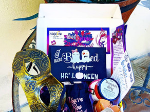 🎃 What a wonderful collection of amazing smelling goodies and fun stuff in this Halloween box!