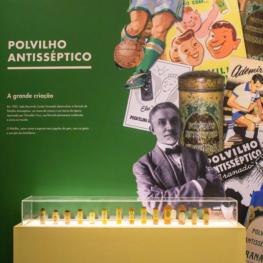 Embalagens do Polvilho Antisséptico ao longo dos seus 117 anos no mercado