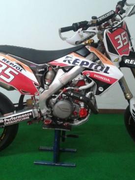 Repsol CRF 450 Supermoto.jpg
