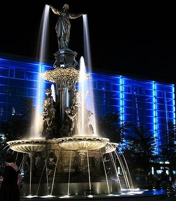 Cincinnati Fountain Square at night