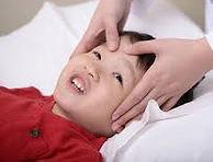 Het hoofd leeg maken tijdens de kindermassage