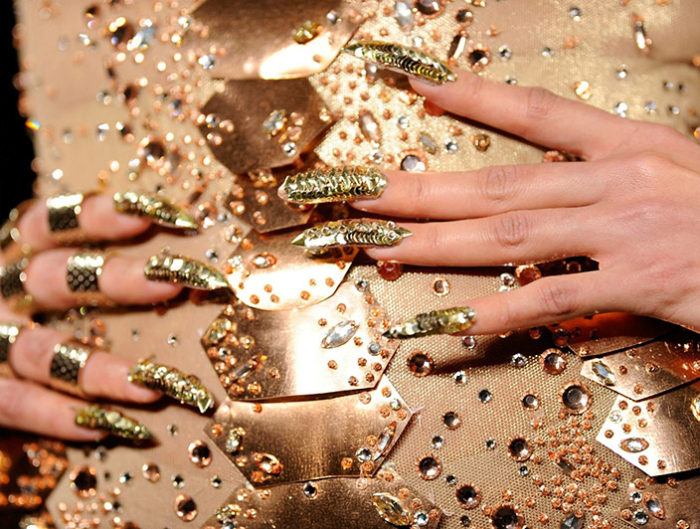 how-to-work-fashion-week-backstage-nails-700x529