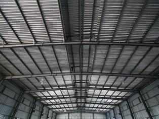 ¿Cómo afecta un techo de metal a la señal de su teléfono celular?