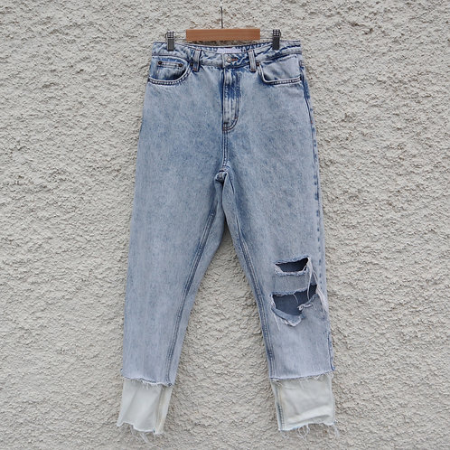 White cuffed mom jeans - lighter tones