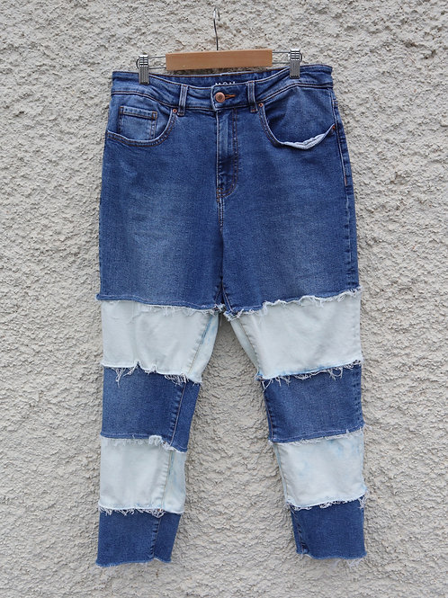 Contrast white and blue striped mom jeans