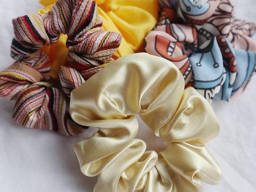 Multicoloured scrunchies