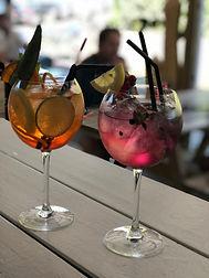 vue sur cocktail au bar de la paillote bleue à anglet