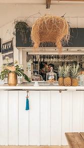 ceci est le bar à cocktails de la Paillote Bleue à anglet