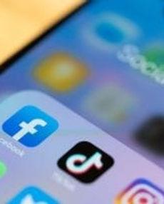 social-media-fatigue_1400x788-1-364x204.