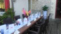 Repas de groupe sur la terrasse
