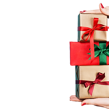 deux mains de femme tenant des cadeaux de noël.