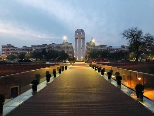 Monument, Romania
