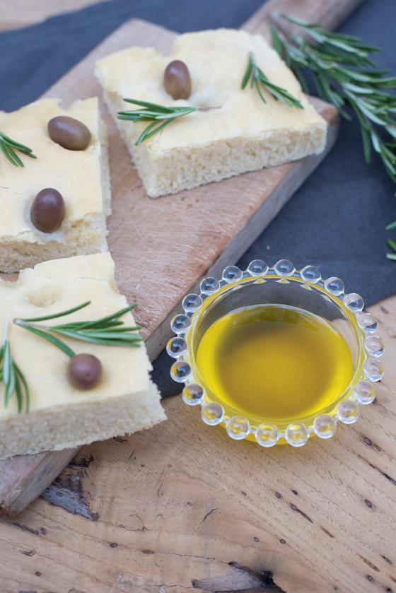 Artisans du savoir-faire.                 Huile d'olive extra vierge italienne d'olive taggi