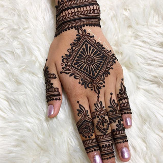 Henna for my trip to Mexico! ❤️_•_•_•_#henna #boho #hennafamily #wakeupandmakeup #indianweddingbuzz #mehndi #mehendi #mehndidesign #hennades