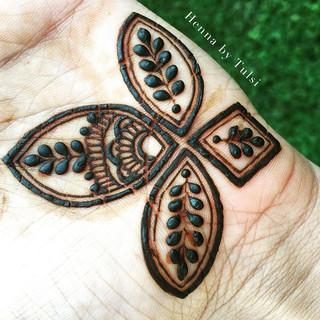 My design with _hennackg 's Moroccan touch ❤️ #henna #boho #hennafamily #wakeupandmakeup #mehndi #mehendi #mehndidesign #hennadesign #design