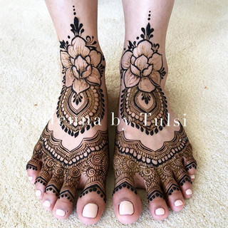 Lovely bridal feet for _radhip ❤️❤️ can'