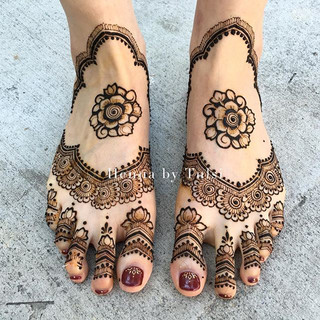 The beginning of a new life 😗❤️❤️ it's not finished by the way _) •_•_•_#henna #boho #hennafamily #wakeupandmakeup #indianweddingbuzz #mehnd