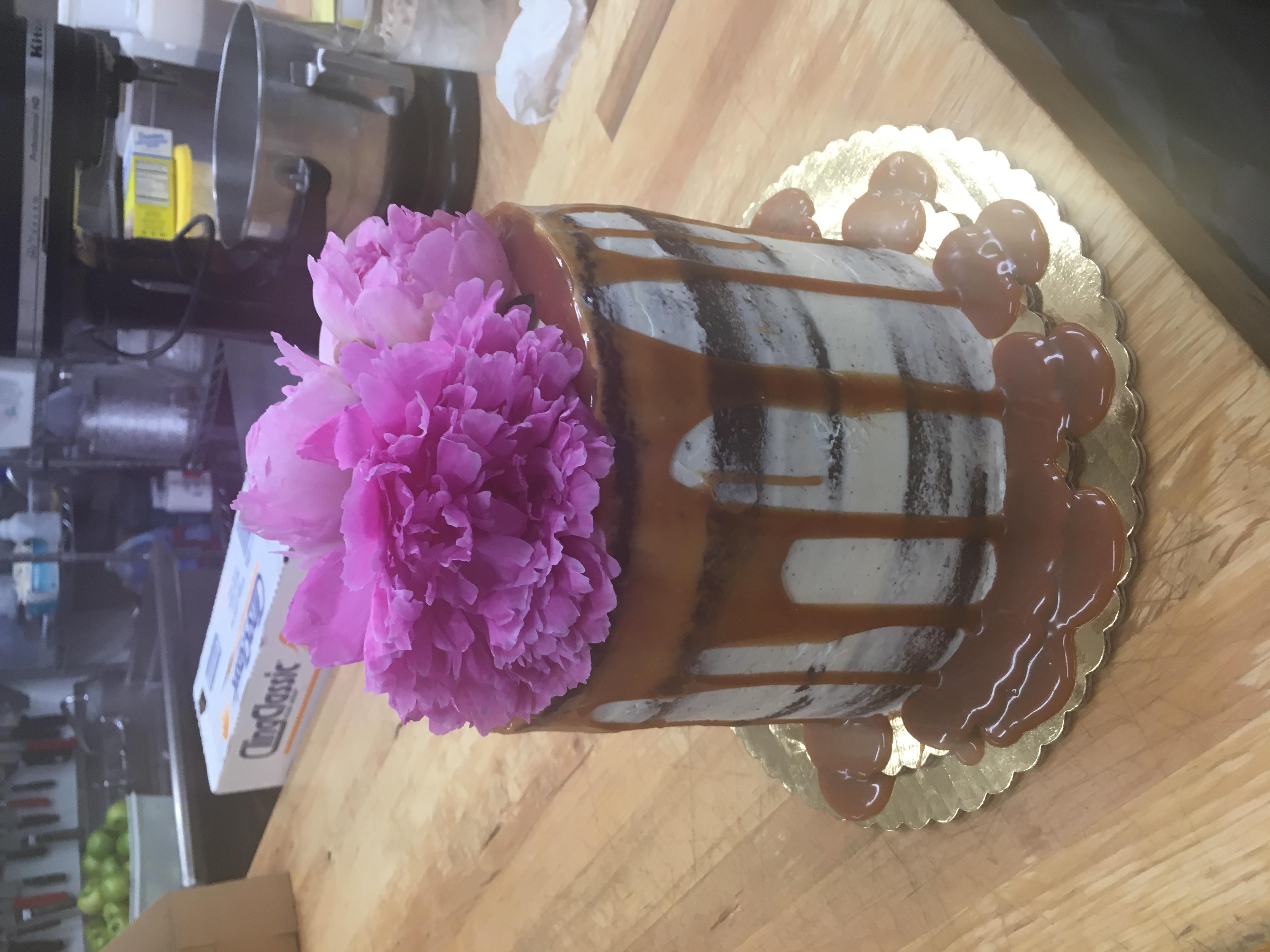 chocolate caramel drizzle cake