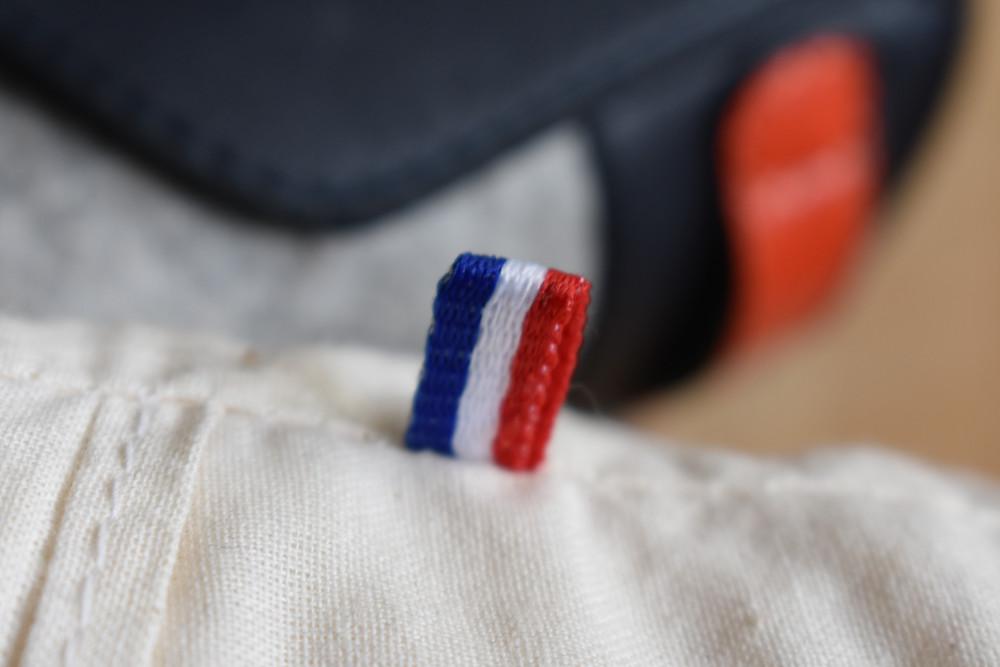 étiquette bleu, blanc, rouge d'un produit fabriqué en France