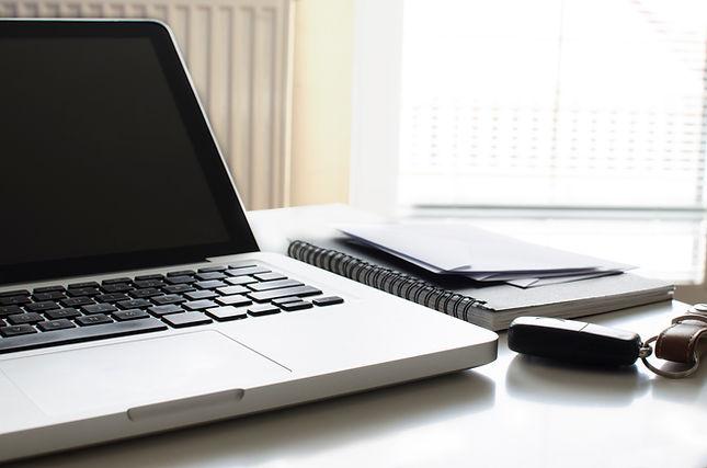 Stefania Spagnulo, translation and interpreting office, laptop