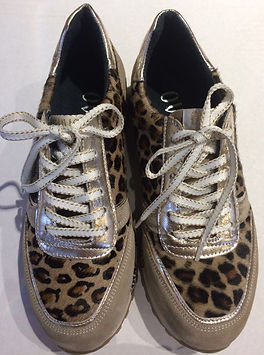 Sneakers mit Leopardenprint