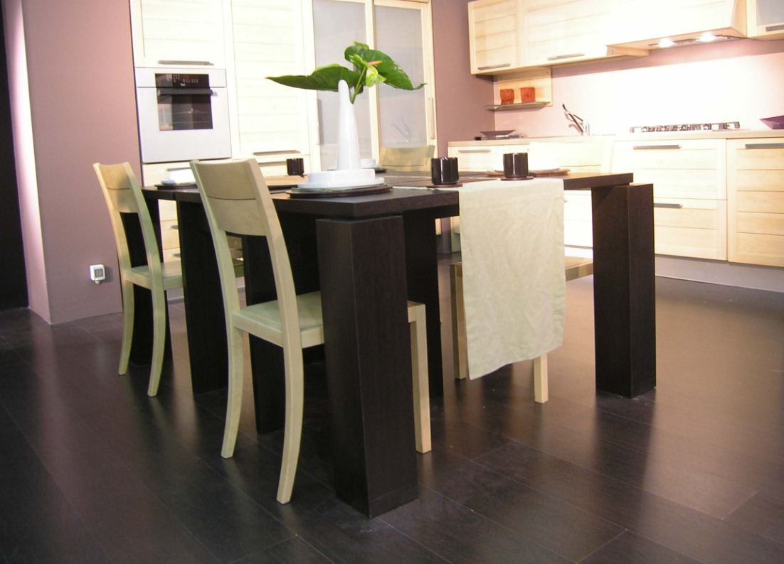 Tavolo componibile di falegnameria
