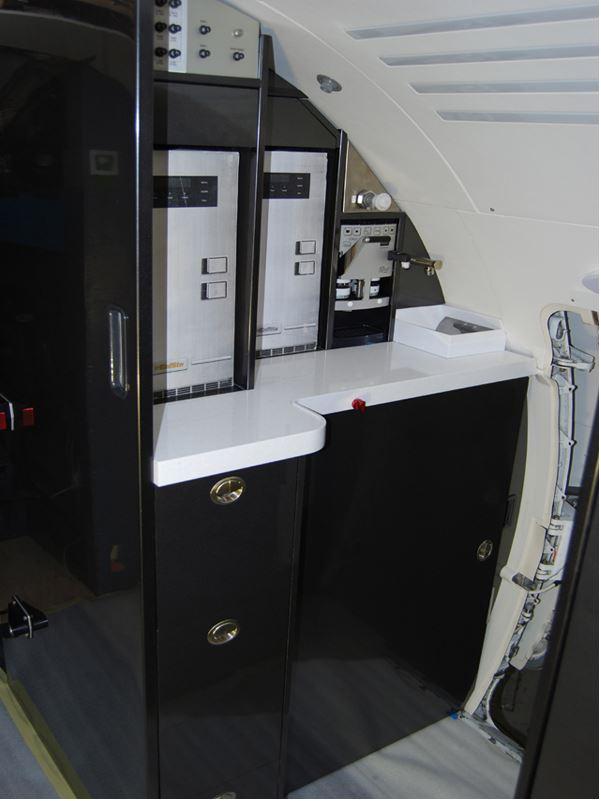 CRJ-200LR_Galley