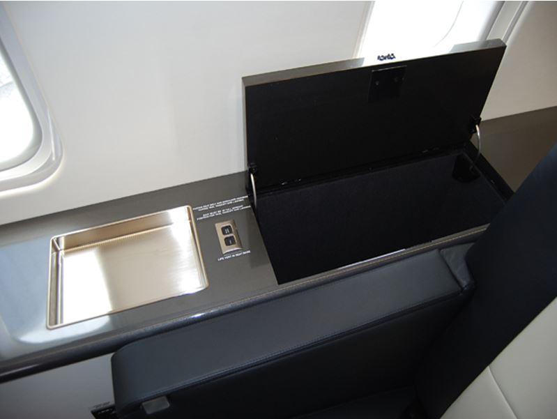 CRJ-200LR_Interior