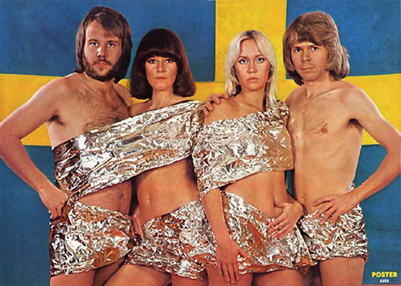abba-city-walk-2-stockholm-1975-swedish-flag_2048.jpg