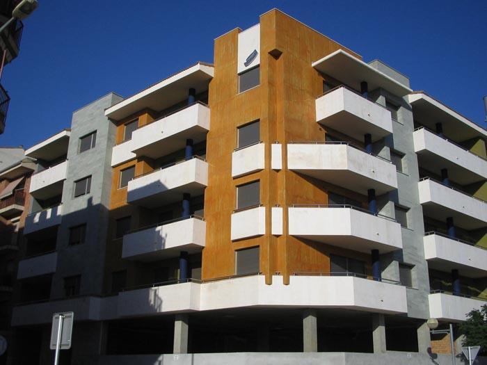 Bloque de viviendas en Monzón