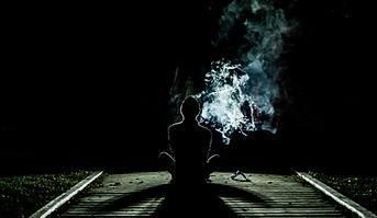 Osoba na noc z dymem