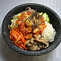 R4. 김치 돌솥 비빔밥 Kimchi Stone Bowl Bibimbab (泡菜石鍋拌飯)