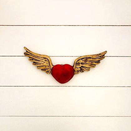 Corazón simple rojo alas blancas
