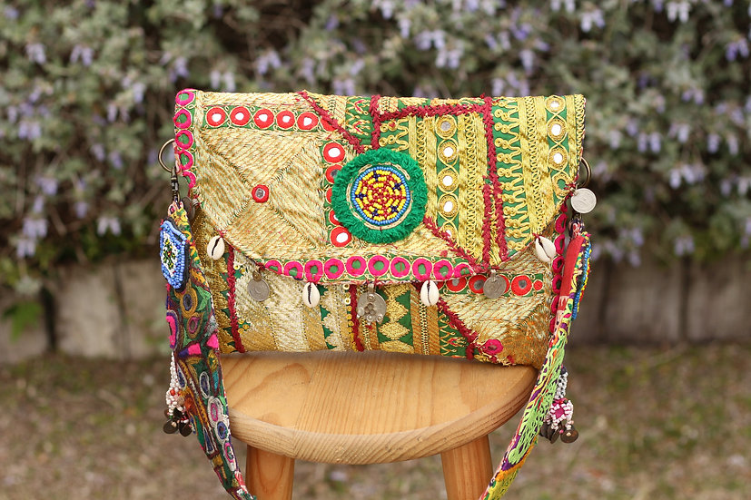 PUJITA Gypsy Clutch