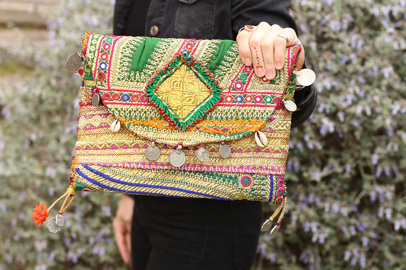 VANDYA Gypsy Clutch