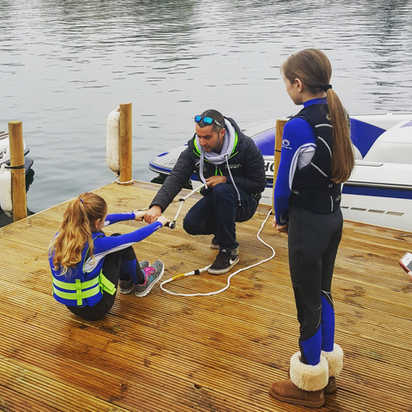 Teaching how to get up on waterskis