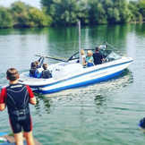 Teachng famiies to Wakeboard