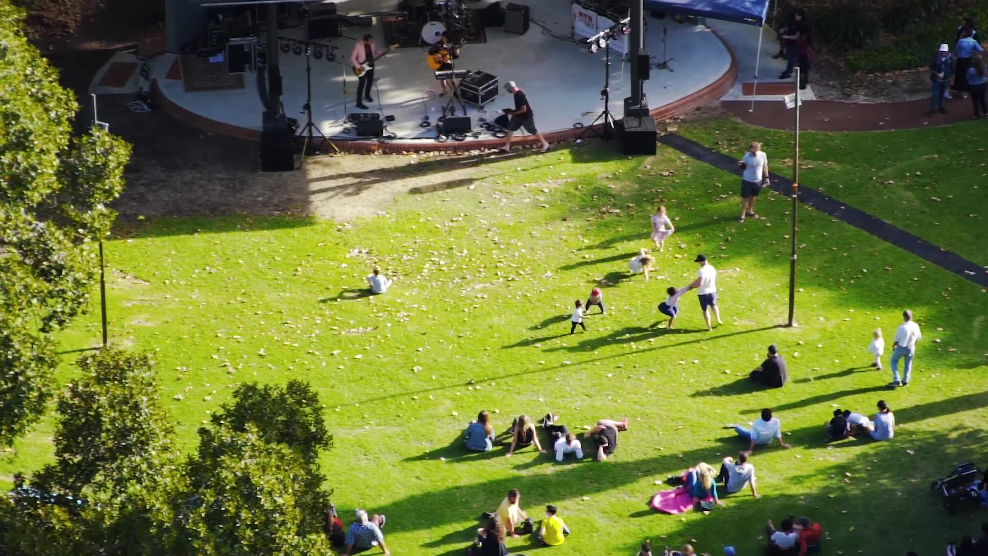 Check out some amazing footage of RTRFM's Neon Picnic 2018 last week.   Captured by the team at Spectre UAV Concepts. What a beautiful place we live and thanks for spending your Saturday with us last week.   Make sure to grab your tickets to 20 Years