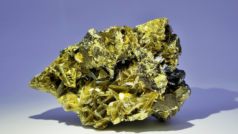 Chalcopyrite on Siderite with Tetrahedrite from Kaiwu Mine, Bijie, China