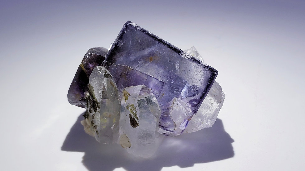 Phantom Fluorite with Quartz, Epidote and Muscovite from Yaogangxian Mine, China