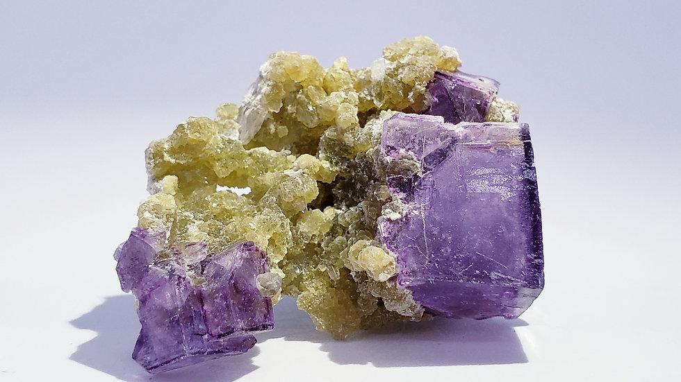 Fluorite on Muscovite from Yaogangxian Mine