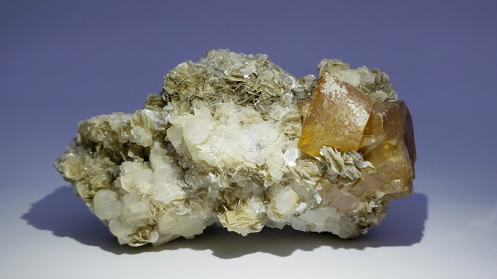 Collector's Piece: Scheelite, Albaite and Muscovite from Mt. Xueboarding, Pingwu