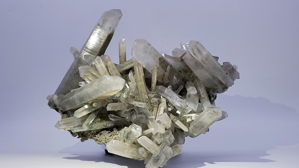 Chlorite-included Quartz with Garnets on Calcite from Gilgit-Baltistan, Pakistan