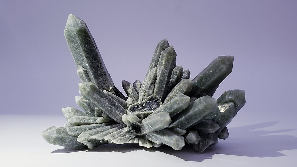 Collector's Piece: Hedenbergite Quartz with Ilvaite from Huanggang Mine