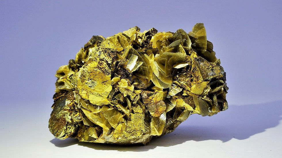 Chalcopyrite on Siderite from Kaiwu Mine, Bijie, China